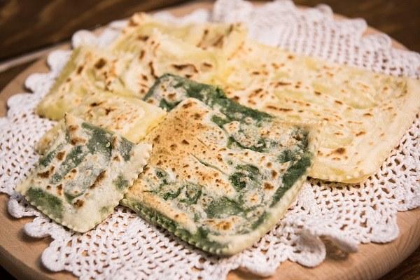 Bagno di Romagna (Fc): i tortelli alla lastra (piatto tipico)