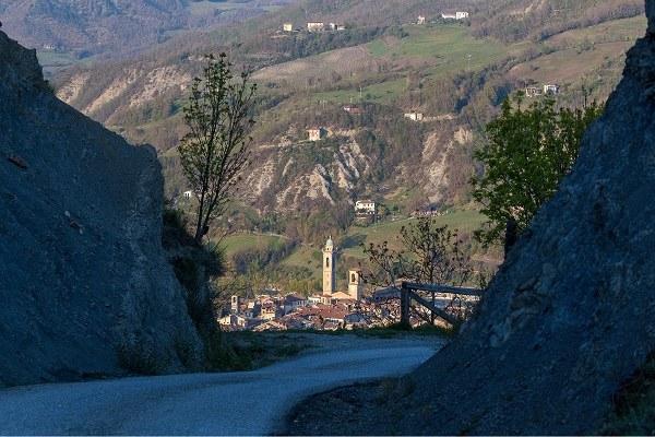 Bobbio (Pc): verso Bobbio andando a sera
